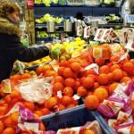 Frankrijk verplicht supermarkten overschotten uit te delen