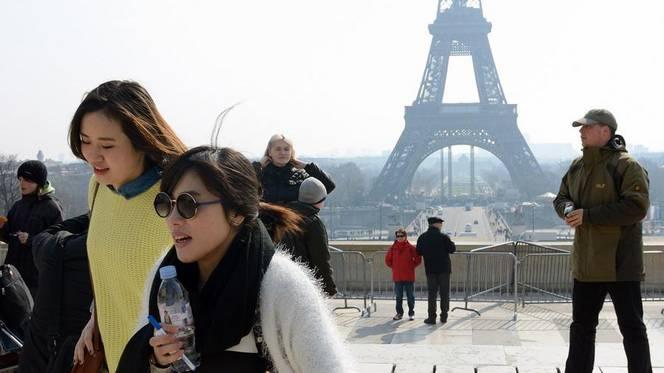 Chinese Toerist in Parijs - Fransemarkt.nl